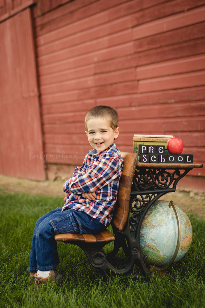 Back to school mini session with props at Shenandoah Park in Fort Collins, Colorado