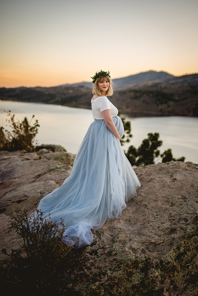 Maternity photo taken at Horsetooth Reservoir by Becky Michaud, Fort Collins photographer